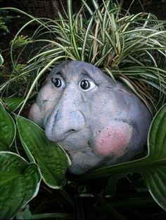 LOL best head planter yet - on a page with lots of silly flower pots! Face Planters, Cement Planters, Garden Planters, Concrete Crafts, Concrete Art, Outdoor Projects, Garden Projects, Container Plants, Container Gardening
