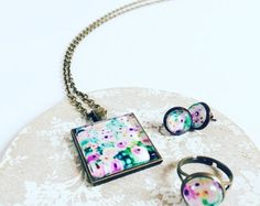 Browse unique items from MinouLaLaBoutique on Etsy, a global marketplace of handmade, vintage and creative goods.  #jewellery #handmade #handcrafted #design #floral #floralfrenzy #floralpendant #photopendant #photography #colour #bright #necklace #ring #earrings #flatlay
