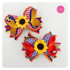 Bom dia, sexta feira!☀️ Ribbon Art, Ribbon Crafts, Ribbon Bows, Hair Ribbons, Diy Hair Bows, Class Decoration, Hair Decorations, Head Accessories, How To Make Bows