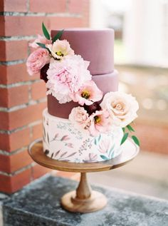Marsala Cake Topped with Fresh Flowers . A three-tiered floral wedding cake, with two marsala-hued top tiers and decorated with fresh flowers, created by Jar Cakery. Summer Wedding Cakes, Floral Wedding Cakes, White Wedding Cakes, Wedding Cakes With Flowers, Cool Wedding Cakes, Floral Cake, Beautiful Wedding Cakes, Gorgeous Cakes, Wedding Desserts