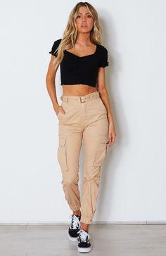8 Tips On How To Create A Fashionable Khaki Pants Outfit Beige Pants Outfit, Khaki Pants Outfit, Women's Pants, Kaki Pants, Cargo Pants Women, Pants For Women, Clothes For Women, Khaki Cargo Pants, Fashion Pants