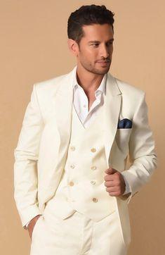 """""""La veste MARLON est la pièce phare de la maison avec sa broderie d'épines de rose sur le cœur. Comme Charles dans le film, osez la porter avec le t-shirt à bords dévorés DOUGLAS. Vous serez chic et décontracté!""""Suggestion d'ensemble : Vestes MARLON, chemise KARL, gilet GASPARD et pantalon MIGUEL"""