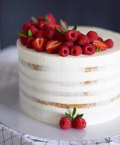 Нежнейший медовый торт с маскарпоне и ягодами Автор instagram.com/anastasiiafilipova