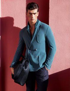 Eleganter Zweireiher in stahlblau.   Giorgio Armani