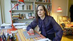 Sara Danius, una mujer al frente del Nobel. A partir de junio presidirá la Academia sueca y será la primera en hacerlo en sus más de dos siglos de historia. http://www.laverdad.es/gente-estilo/201503/11/sara-danius-mujer-frente-20150311112226-rc.html