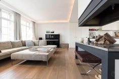 Grand Canal Mansion Amsterdam Located 400 metres from Anne Frank House, Grand Canal Mansion offers accommodation in Amsterdam. The unit is 800 metres from Royal Palace Amsterdam. The kitchen is equipped with a dishwasher, an oven and a microwave and there is a private bathroom.