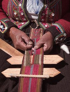 Red, army green, brown and white color combination Weaving Loom Diy, Inkle Weaving, Inkle Loom, Card Weaving, Peruvian Textiles, Art Tribal, Weaving Textiles, Weaving Projects, Tear