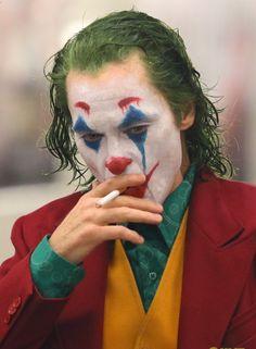 Joaquin Phoenix's Joker Casually Walks Through NYC Subway in Full Clown Makeup as Police Run By Batman Joker Wallpaper, Joker Iphone Wallpaper, Joker Wallpapers, Joker Comic, Joker Art, Joker Batman, Superman Art, Joaquin Phoenix, Joker Full Movie