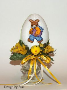 Design by Suzi: Polystyrénové vajíčka so zajačikmi Crossstitch, My Works, Easter Eggs, Snow Globes, Pillows, Design, Home Decor, Scrappy Quilts, Cross Stitch