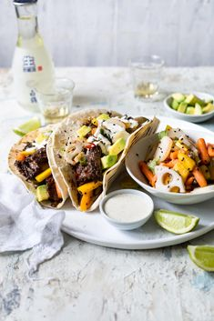 Asian Beef Short Rib Tacos with Stir Fried Vegetables Rib via Chinese Spices, Sour Cream Sauce, Asian Beef, Sweet Chilli Sauce, Soft Tacos, Tortilla Wraps, Mexican Food Recipes, Ethnic Recipes, Beef Short Ribs