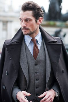 The Best Dressed Men at London, Milan, and Paris Fashion Week - David Gandy London Fashion Weeks, Fashion Week Paris, Fashion Week 2015, Gentleman Mode, Dapper Gentleman, Modern Gentleman, Gentleman Style, Outfits Casual, Mode Outfits