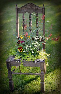 28 stunning spring garden ideas for front yard and backyard landscaping 00013 Diy Garden Decor, Garden Art, Garden Design, Large Outdoor Planters, Garden Planters, Chair Planter, Beautiful Flowers Garden, Antique Chairs, Rustic Gardens