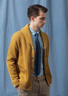 Introduction of my favorite foreign male models. Mustard Yellow Outfit, Yellow Cardigan, Gents Fashion, Retro Fashion, Sweater Hoodie, Men Sweater, Mens Fashion Sweaters, Outfits Hombre, Mustard Sweater