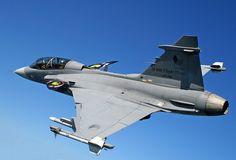 Saab_JAS-39_Gripen_(Czech_Air_Force)_D_version_(6154923355).jpg (JPEG resmi, 2523 × 1712 piksel) - Ölçek: %37