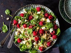 Fruchtiger Couscous-Salat mit Spinat und Himbeeren