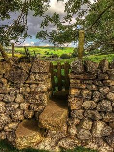 ❤️The Yorkshire Dales❤️ Beautiful World, Beautiful Places, Dry Stone, British Countryside, Yorkshire Dales, Garden Gates, Country Life, Beautiful Landscapes, Paths