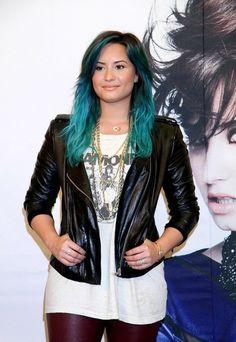 Demi Lovato bright blue hair