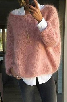 Fashion Ideas For Women Style Pull angora rose bonbon sur chemise blanche Mode Outfits, Casual Outfits, Fashion Outfits, Fashion Ideas, Pull Angora, Mohair Sweater, Men Sweater, Sweater Weather, Casual Chic