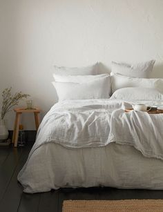 Discover our range of linen duvet covers and bed sheets in pebble grey. Shop online and save at the Secret Linen Store. Linen Bed Sheets, Linen Bedroom, Bed Linen Sets, Linen Duvet, Duvet Bedding, Grey Bedding, Luxury Bedding, Bedroom Decor, White Linen Bed