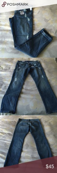 NWT Gap Always Skinny Jeans Low rise Always Skinny jeans. Slightly distressed at the knees. Skinny in the hip and thigh with a slim leg opening. 87% cotton, 12% polyester, 1% spandex. Never worn, all tags and size stickers are still attached. GAP Jeans Skinny