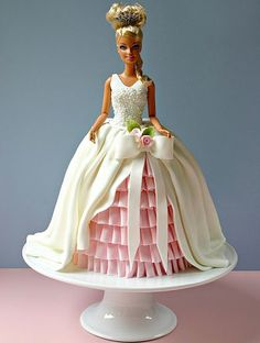 barbie cake by Leslea Matsis Cakes.im not much of a doll cake person.but this has me sold Barbie Torte, Bolo Barbie, Barbie Doll, Fancy Cakes, Cute Cakes, Pretty Cakes, Dress Cake, Birthday Cake Girls, Barbie Birthday