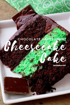 Want a chocolate cake that's full of surprises? This Chocolate Peppermint Cheesecake Cake has a whole delicious peppermint cheesecake in th. Peppermint Cheesecake, Cheesecake Cake, Cheesecake Recipes, Homemade Chocolate, Chocolate Recipes, Chocolate Cake, Chocolate Cheesecake, Peppermint Chocolate, Holiday Desserts