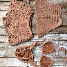 Fabulous Crochet a Little Black Crochet Dress Ideas. Georgeous Crochet a Little Black Crochet Dress Ideas. Motif Bikini Crochet, Débardeurs Au Crochet, Bikinis Crochet, Mode Crochet, Crochet Shorts, Crochet Crafts, Crochet Clothes, Crochet Projects, Crochet Bebe