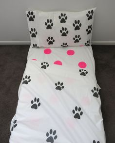 Paw Print doona cover by AliJoyKids on Etsy Paw Prints, Flat Sheets, Bedding, Blanket, Trending Outfits, Handmade Gifts, Cover, Kids, Etsy