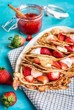 Amerikkalaiset mustikka-murumuffinssit   Maku Wine Recipes, Dessert Recipes, Finnish Recipes, Banoffee, Crepes, Sweet Tooth, Deserts, Tacos, Good Food