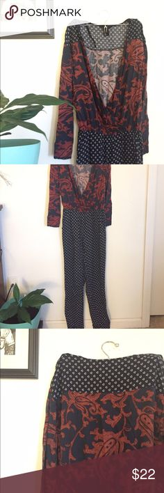 Pattern jumper Love this jumper! It's an outfit in 30 second s start to finish. Dress it down with white tennis shoes and a denim jacket, or dress it up with some jewelry and heels! Cinches at the waist. No visible signs of wear. H&M Other