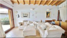 otthonos mediterrán nappali - Luxuslakások és házak Decor, Furniture, Home Decor, Bed, Couch