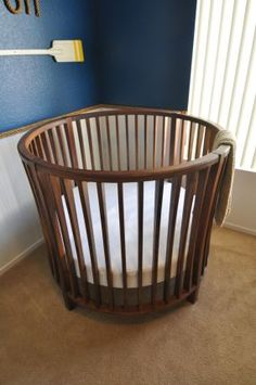 Round Baby Crib. I kind of like this idea.