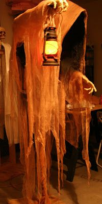 Cloaked ghost tutorial. PVC pipe & chicken wire frame, monster mud dipped burlap cloak.