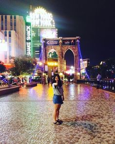 Instagram의 Areum Lee님: Vegas baby!! #lasvegas #라스베가스 #뉴욕뉴욕 #newyorknewyork #shakeshack #쉑쉑버거 넘나 맛있는것