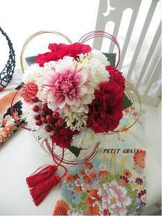 和のブーケ◆和装ブーケ◆2014年春デザイン 前撮り・結婚式・和婚にもおすすめ Winter Floral Arrangements, Flower Arrangements, Flower Words, Flower Art, Wedding Bouquets, Wedding Flowers, Wedding Centerpieces, Japanese Wedding, Japanese Style