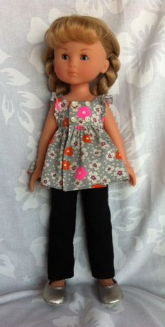 Ensemble blouse et pantalon. Tissu Petit Pan et piqué de coton. Jolis Z'abits Barbie, Wellie Wishers, Lalaloopsy, Baby Born, Girl Doll Clothes, Little Darlings, American Girl, Creations, Dolls