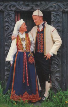 FolkCostume&Embroidery: Costume and 'Rosemaling' Embroidery of West Telemark, Norway Norwegian Clothing, Ap Studio Art, Folk Clothing, Easy Costumes, Textiles Sketchbook, Folk Costume, Ethnic Fashion, Traditional Dresses, Norway