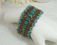 Tejido de pavo real pulsera de perlas y granos de por IndulgedGirl