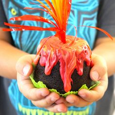 Easy and kid friendly erupting volcano cupcakes, perfect for any dinosaur playdate or party idea! Best of all, no special cake decorating skills required. Moana Birthday Party, Dinosaur Birthday Party, Luau Party, Birthday Party Themes, 5th Birthday, Birthday Ideas, Birthday Cake, Erupting Volcano Cake Recipe, Volcano Cupcakes