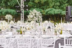 Neutral White and Gray Table Setting | Photo: Jeff  & Lisa Photography