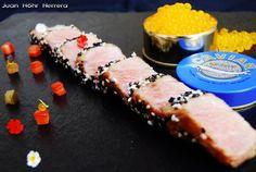 Tataki de atún macerado en salsa ponzu con caviar de mango