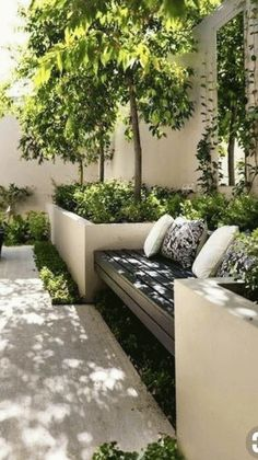Backyard wooden seating with planters sourc. - Backyard wooden seating with planters source Source by - Backyard Garden Design, Small Garden Design, Backyard Patio, Backyard Planters, Terraced Backyard, Backyard Designs, Pergola Designs, Backyard Ideas, Garden Design London