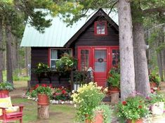 Beautiful Small Cottage House Exterior Ideas - Page 30 of 65 Small Cottage House Plans, Small Cottage Homes, Small Cottages, Cabins And Cottages, Little Cottages, Log Cabins, Small Homes, Little Cabin, Little Houses