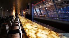 längste bediente Lounge-Bar der Welt - Check more at http://www.miles-around.de/trip-reports/economy-class/swiss-airbus-a340-300-economy-class-zuerich-nach-singapur/,  #A340-300 #Airbus #Airport #avgeek #Aviation #EconomyClass #Flughafen #Lounge #Niklas #Reisebericht #SWISS #SWISSSenatorLounge #Trip-Report