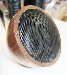 WOODWOOM, Mini Bluetooth Walnuss-Holz Lautsprecher, 52mm