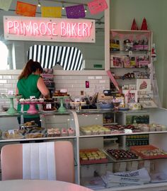 Primrose Bakery – Tavistock St, London. The interior has a lovely feel. Soft colours, everything in its place, very girly.