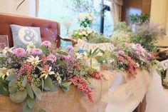 シルバーががったユーカリの葉と紫の小花、ペッパーベリーで、オシャレでシャビーな雰囲気のソファー席* #会場装花#会場コーディネート#高砂#高砂装花 #高砂ソファ #装花イメージ #オシャレな#シャビーシック #ユーカリ#結婚準備#プレ花嫁さん #ウェディングレポ#オリジナルウェディング #日本中のプレ花嫁さんと繋がりたい #お二人にぴったりのお花で結婚式を #marry#結婚式場#浜松#アルコラッジョ#フラワーコーディネーター Wedding Table, Wedding Flowers, Floral Wreath, Wreaths, Table Decorations, Antiques, Classic, Home Decor, Antiquities
