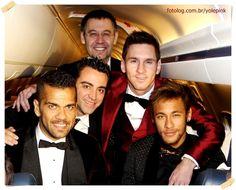 Leo e seus colegas de clube, no retorno de Zurich :