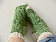 Ravelry: Hermione's Everyday Socks pattern by Erica Lueder.personal goal, to make socks. Hermione, Knitting Socks, Hand Knitting, Knit Socks, Comfy Socks, Knitted Slippers, Crochet Shoes, Knit Crochet, Embroidery Patterns