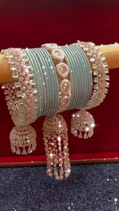 Bridal Jewellery Inspiration, Indian Bridal Jewelry Sets, Bridal Bangles, Indian Jewelry, Diy Hair Accessories, Bridal Accessories, Fancy Jewellery, Jewelry Design Earrings, Bridal Mehndi Designs